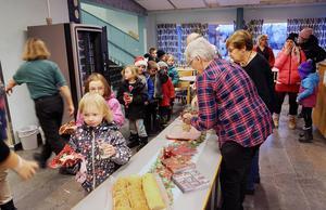 Under torsdagen var det gratisfika på Sonfjällskolan i Hede när fiket i rasthallen firade fem år