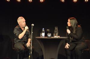 Värden Titti Schultz och Nik Kershaw hade trivsamma samtal.