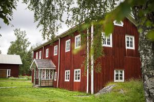 Hälsingegården Bortom Åa hamnade för några år sedan på Unescos världsarvslista. Något som lockar turister till Fågelsjö.