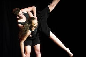 Dansen som symboliserade 50-talet var försiktig och oskuldsfull, för att spegla dåtidens samhällsklimat.