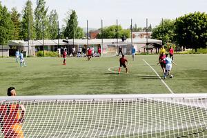 12 lag med cirka 180 spelare deltog i fotbollsturneringen