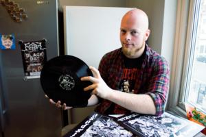 Flera av Joachim Lyngfelts vinylskivor förstördes i pakethanteringen.