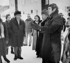 Under rättegången gör rätten syn i Bosvedjan där advokat Pelle Svensson visar vad han och Johans föräldrar tror hände morgonen den 7 november 1980.