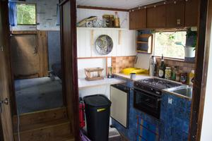 I husbåten finns ett fullt fungerande kök med spis och ugn.