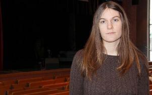 Amanda Karlsson lyckades samla ihop 3 662 kronor i sin välgörenhetsföreställning till förmån för papperslösa och asylsökande. FOTO: KERSTIN ERIKSSON