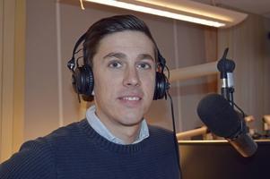 – Jag har en sån himla tur som får träffa så många människor hela tiden i det här jobbet, säger radioprataren Lars Svan.