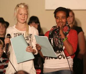 lyckad kombination. Lokalen var fylld till bredden när musikskolan och Högbergsskolans estetelever hjälpte till att samla in pengar till världens barn. Konferencierer för kvällen var Vilma Carlsson och Nadia Sultan Moussa.