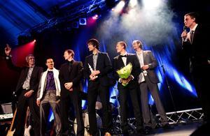 De regerande svenska mästarna André Nilsson, Johan Pierre, Jakob Sigurdarson, Hlynur Baeringsson, Albin Frank, Tom Lidén och Robin Johansson äntrade scenen för att ta emot priset som Årets lag.