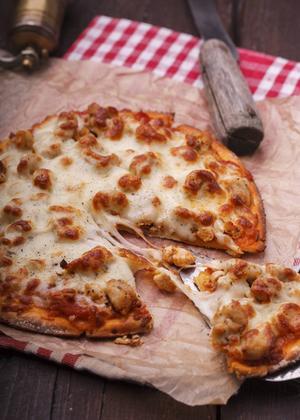 Pizzan ska ha saftig smak och en härligt frasig botten för att falla panelen i smaken. Dessutom ska den se aptitlig ut.   Foto: Shutterstock.com