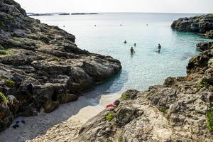 En av många fina badvikar på Menorca.