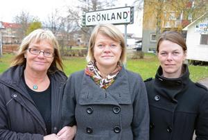 Vänsterns vice ordförande Ulla Andersson för första gången på besök i Grönland och Malung-Sälen, flankerad av till vänster riksdagsman Lena Olsson, Malung, och Malung-Sälens V-ordförande Christin Löfstrand.