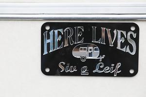 Husvagnen är Siv och Leifs sommarstuga.