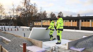 Bygget för Söderbärkes nya skola är igång och väntas stå klart till höstterminen 2016. Den gamla byggnaden ska rivas och samtidigt ge plats åt en ny större skolgård.