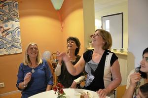 Lekfull personal. Fest med ballonger och tårta såklart när familjecentralen fyller tio. Ann-Kristin Hedmark, Catrin Ohlsson och Anne Svedin delar på en heltidstjänst.