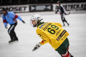 Filip Ljus i Ljusdalströjan – en klubb han lämnade under uppmärksammade former i höstas. Nu ska han spela P20-final med Edsbyn.