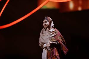 Malala sprider något som brukar kallas julens budskap – ljus, förlåtelse och kärlek.