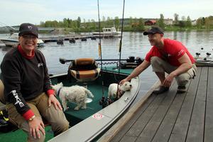 Dietmar Isaiasch har en egen båt med på resorna och där trivs också hustrun Carmen och hundarna Trixi och Pepi.