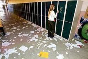 Arkivbild Ute i dag i stället. Under den förra strejkvågen kunde eleverna i Stora Sätraskolan trots allt ha lektioner i sina ordinarie klassrum. I dag väntar undervisning i det gröna.