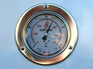 Bilisten betalar per kilo gas.