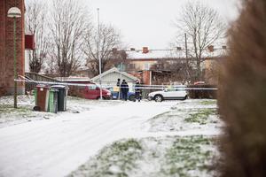 En 33-årig man och en 25-årig kvinna är häktade med sannolika skäl misstänkta för försök till mord.