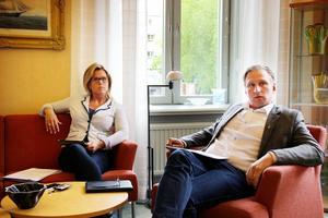 Åsa Wiklund Lång (S) och Jörgen Edsvik (S) presenterade under måndagen de rödgrönas budget tillsammans med vänsterpartiets Tord Fredriksen och miljöpartiets Roger Persson.