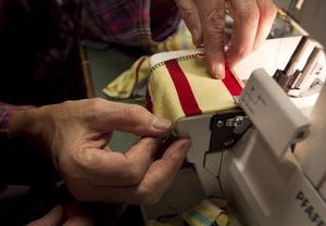 Den här typen av symaskin har två över- och två undertrådar.