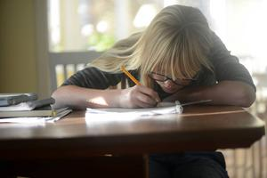 Sverige ska konkurrera med kunskap och inte med låga löner. Investera i bra skolor så att alla får en utbildning, skriver socialdemokraten Marie Olofsson.