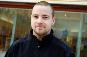 """Joakim Svensson, 25 år, Torvalla.– Sarah Dawn Finers låt """"Moving on"""" är skön."""
