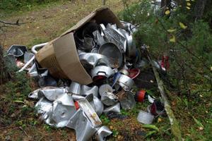 Antalet olagliga soptippar blir allt fler ute i naturen runt om i Ånge kommun.