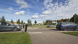 Övergångspassagerna på 68:an vid Bergslagssjukhuset misstas ofta för övergångsställen och cyklister samt gående kliver rakt ut i vägen i tron att bilar måste stanna,  menar Fagerstabon Stefan Fjällström.