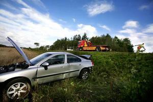 Att köra av vägen är inget brott. Om ingen person skadats behöver man inte ringa 112. Ring istället bärgningsbil.