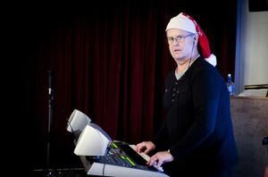 Grangärdebon Lennart Daun spelade julmusik i Sockenstugan på sin keyboard. Hans favorit bland julmelodierna?