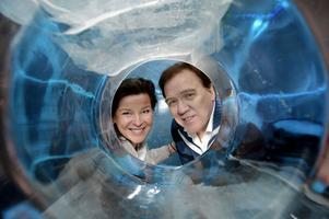 Christer Sjögren och Lotta Engberg uppträdde i Melodifestivalen. Nu drar de ut på en lång julturné tillsammans och kommer till Gävle konserthus den 18 december.
