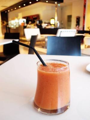 God smoothie på Coffee Lounge.
