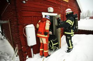 Östersund.Räddningstjänsten ryckte ut efter larm om rökutveckling i ett hus i Torvalla by igår eftermiddag. Det visade sig vara en värmepanna som hade antänt spån i ett uthus som gjorde att det började ryka.Brandkåren var snabbt på plats och kunde släcka innan branden tog sig.