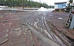 Skidstadion i Bergebo liknar för närvarande mest en lervälling. På söndag ska det köras SM-lagsprint här.Foto: CURT KVICKER