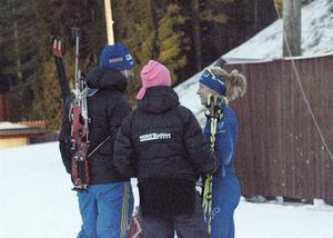 Anna Wikström diskuterar sitt lopp med pappa Pär.