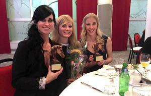 Sorf blev Årets ridklubb då Västmanlands ridsportförbund ordnade gala i januari. Från vänster: Emma Öqvist, verksamhetschef Sorf, Erika Nilsson, ridlärare, och Patricia Nyman, ordförande Sorfs ungdomssektion.
