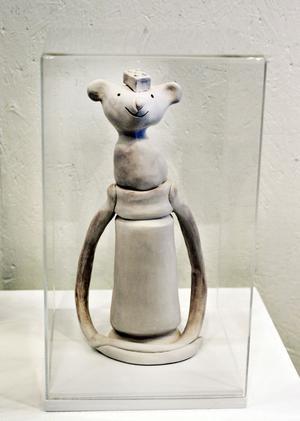 Mari Jäderberg Vasdekis skapar utifrån barnens installationer.