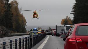 Helikopter kallades till olycksplatsen och långa köer bildades.