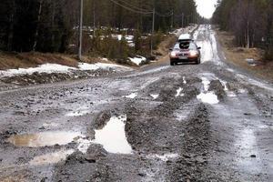Dåliga vägar är ett av hoten mot utvecklingen på landsbygden. Dåligt bredband är ett annat, skriver Krokoms kommunalråd Maria Söderberg (C).