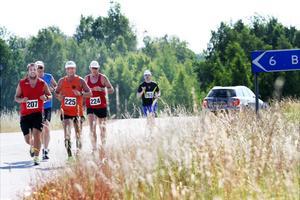 Trots hettan var det god stämning bland löparna under lördagens marathon.