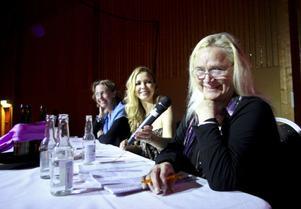 Juryn: länsrådet Anna-Lena Österborg, artisten Anna Sahlin och artisten Monica Törnell närmast kameran.