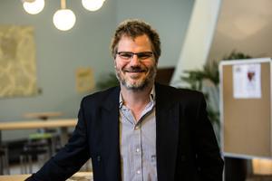 Oppositionsrådet Jonas Lennerthson (S) skulle vilja sälja stationshuset om partiet satt i politisk majoritet.
