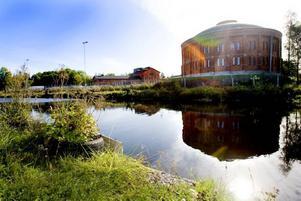 Stenborgskanalen vid gasverksområdet ska saneras på omkring 20 000 kubikmeter stenkolstjära. Projektet kostar 33 miljoner kronor, varav Gävle kommun står för 3 miljoner och Naturvårdsverket för resten.