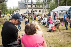 Det var många som hade letat sig till bygdegården i Linsell och kom till Linselldagen i söndags.