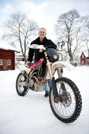 Att köra enduro är den fatfyllda hobby Jens Rigtorp valt.