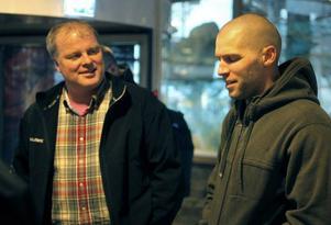 Jens Nordin fanns med och mötte upp ÖIK:s nya stjärna Chad Wiseman på flygplatsen. Nordin är