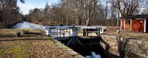 Någonstans efter Strömsholms kanal genom Ramnäs funderar man på att bygga husbilsplatser. Bilden är från de övre slussarna.