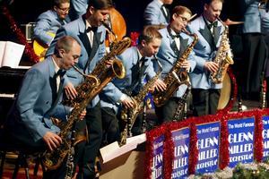 The World Famous Glenn Miller Orchestra tillsammans med Jan Slottenäs orkester uppträder på Konserthuset.